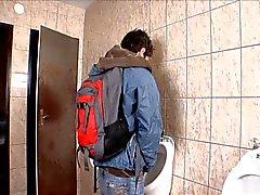 Bareback banheiro público