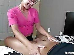 Mom Litterally speicheln zu den jungen harten Schwanz
