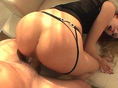 Hot Babe Blue Angel liebt harten Sex mit Spanking