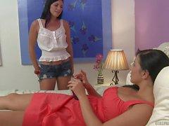 Andy de San Dimas y Jelena Jensen en Lesbian Orgasmos el