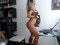 Ivana avec scène érotique striptease et masturbation