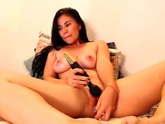 Rachel Starr toys her pussy to orgasm close up on webcam