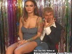 Chaude de lèvres Angelina Valentine Blowing Fan!