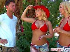 Blondes de Aaliyah amor y de Kagney Linn Karter participación gallo
