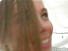 Schönes heißes Girl Alexis Capri wird immer von ein Monster Boner vom Rücken genagelt
