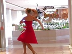 De alison ángeles de El atractiva Los actos Vestido rojo Te gusta
