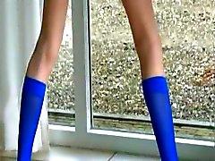 Blå strumpor och beniga hårig fitta