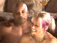 Destacada fiesta swinger con sexo interracial hardcore