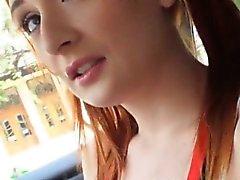 Rojas adolescentes porrista cabello de Eva Berger metió públicamente