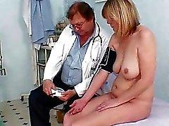 Big tits milf Agnesa perverterad fitta undersökning