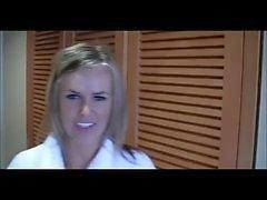 Blonde Britse moeder geneukt in Hotel