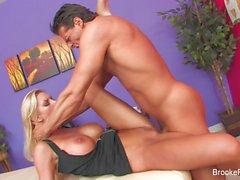 Masseur Brooke Banner se fait baiser dur par son client