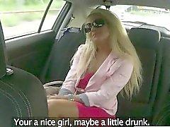 Clientes culo jodida por conducir falso en el asiento trasero