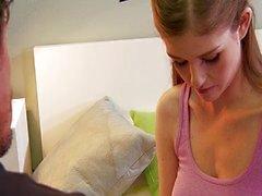 Verlegen en onschuldige tiener durfde te neuken