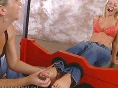 Щекотливого ножки Яной Cova