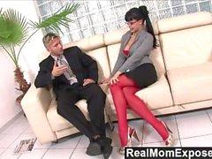 RealMomExposed - Kåt sekreterare älskar en kuk upp hennes röv