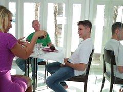 Kagney Linn Karter viettelevät poikapuoltaan