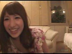 aficionada asiática follada en su peludo coño japonés
