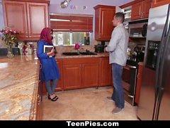 TeenPies Muslim Girl elogia AhLaong Dick