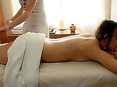 Teenie rikastuttavat hieronnasta sessiossa käsiksi suulliseen istunto