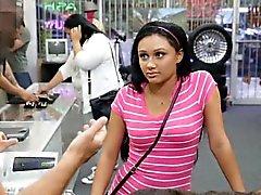 Latina девушка ленты и трахнут за наличный расчет