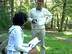HOT GIRL n123 Franse brunette tiener in een park