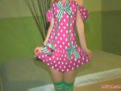 De emily 18 en un vestido de linda