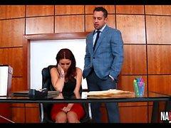 Redhead follada en la Oficina Monique Alexander