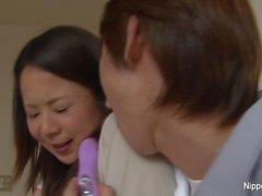Maduras asiático se la follan duro, mientras que su amiga cintas
