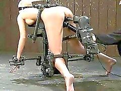 Busty fånge används som kön slav