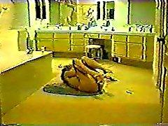 Hidden esitys - Naisen masturboi kylpyhuoneen