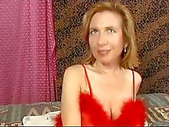 Hairy Big lipped Milf Sabrina Ann blir rakades och analt