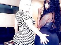 Tanya Lieder e alguns Ebony aleatórios mostrando seu corpo quente