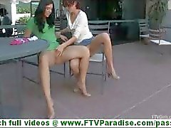 Rita en Madeline super sexy lesbiennes zoenen en speelde kut en undessing in het openbaar