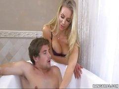 Nicole Aniston Tiempo del baño con Nicole Aniston