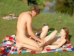 jóvenes pulir folladas al aire libre