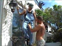 Francesco D'Macho saugt seinen Elektriker