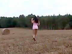 yulia openbare masturbatie en pis