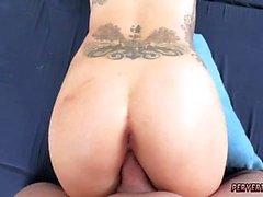 Menina adolescente anal Ryder Skye em sessões de sexo de madrasta