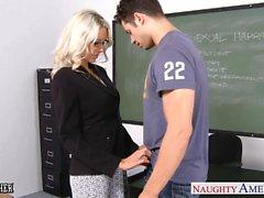 Geschlechts Lehrer Emma Starr zu nehmen Hahn im Klassenzimmer