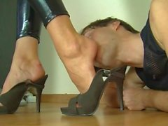 Latex Lady gets her Heels and Feet Worshiped