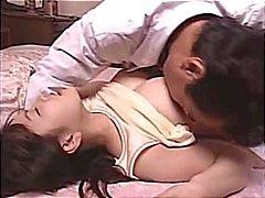 Peituda japonês babe recebe seu bichano jogado com e come e bate