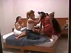 College orgie - groep van lesbische babes