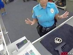 Agente de segurança enorme Boobs bateu na Casa de penhores de