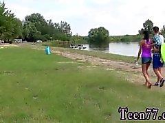 Adolescente culo lesbianas Eveline conseguir boinked en el sitio para acampar