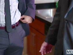Phenix São brocas Jimmy com seu pau grande no escritório