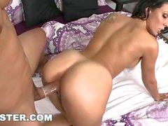 Comment Big Booty MILF Rachel Starr aime se faire baiser