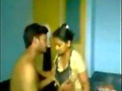Indiska ATNCC college kille knullar två tjejer samma college