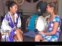 Asa Akira lezbiyen masaj