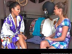 Asas Akira lesbische Massage